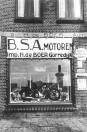 Hendrikus de Boer, aan de Stationsweg, tegenover het tramstation importeerde BSA motoren.