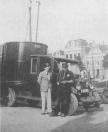 Gorredijk. Truck en trailer van Vleeshouwer bij de Westerhaven in Groningen. Bij de auto De Hoop (r). Co., Gorredijk, gemeente Opsterland. Afgegeven: 30-07-1931 (Bron: Albert Buursma en Wim Mollema. Deze trekker met oplegger is ouder dan het kenteken dat hij kreeg. Deze Chevrolet is vermoedelijk van rond 1927 en dus vermoedelijk tweedehands gekocht door de firma Vleeshouwer in 1931.