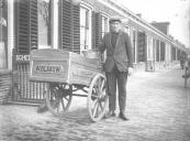 De bakkerskar van W. Blaauw aan de Langewal te Kortezwaag.