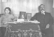 Zusje Geesje met haar vader Jelle van der Muur.