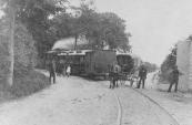 De Driehoek te Lippenhuizen met de tramrails nog op de weg. Foto gemaakt circa 1907.