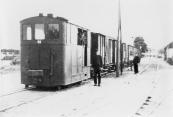 De tram in 1936 bij het station van Gorredijk.