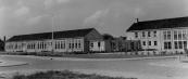 In September 1955 werd de Openbare Lagere school ''Trimbeets'' (met sporthal) in gebruik genomen. Deze verving die aan de hoofdstraat (nu museum).