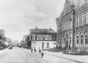 In 1887 werd er aan de Zuid-west Dubbelestraat een nieuwe Openbare lagere school gebouwd. Tot plm.1920 werd er ook U.L.Onderwijs gegeven.