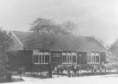 In 1920 liet ''Het Nut'' deze kleuterschool aan de Schoolstraat bouwen. De in 1875 gebouwde ''bewaarschool''die naast de openbare aan de Zuid-west Dubbelestraat stond verbouwd tot gymnastieklokaal.