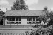 Nieuwstraat 27 Gorredijk. Door fusie van de Gereformeerde en de Hervormde scholen was dit gebouw in 1986 overcompleet en ingericht als peuterspeelplaats.