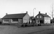 In augustus 1953 werd de nieuwe C.V.O. school aan de Jodocus Heringastrjitte geopend. De bouwvallige school aan de Brouwerswal werd door de Blebo in gebruik genomen. De nieuwe school werd vernoemd naar de eerste onderwijzer,meester Hoogwerf, die in 1895 het Christelijk onderwijs aan de Brouwerswal gaf.In 1963 was meester Visser 25 jaar aan deze school verbonden.