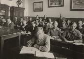 MULO, op de achtergrond het hoofd der school de heer Sinnema.