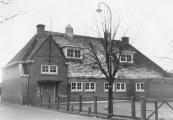 Deze Christelijke lager-onderwijsschool werd afgebroken voor verbreding van de Jodocus Heringastrjitte. De nieuwe,elders gebouwde C.V.O. school werd in januari 1969 in gebruik genomen.
