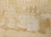 Openbare Lagere school Gorredijk, rechts meester Hijenga.