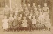 Openbare Lagere school Gorredijk 1900, 3e van links zittend Margje Fokkema, vrouw van Bouwe Veldman