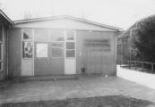 Wegens het grote aantal leerlingen werden er bij de Burgermeester Harmsmaschool een aantal houten noodlokalen geplaatst.