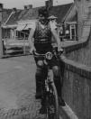 Brug Molenwal/Kerkewal; Folkert Coehoorn op de fiets. (foto via D.Coehoorn)