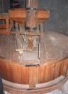 Maalkoppel met de kaar (stortbak) voor het graan