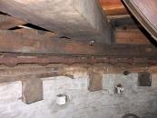 Engels kruiwerk op ronde, stenen molen