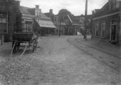 1913, De Stationsweg met gezicht op de Hoofdstraat te Gorredijk. (foto Hepkema)
