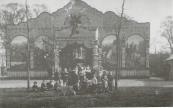 Van omstreeks 1905 tot en met 1916 stond jaarlijks tijdens de najaarskermis in Gorredijk de Zeeuwse stoomcarrousel van weduwe J.Schildmeyer-Dirks op het weiland achter de lagere school. Er werd zoveel ingebeurd, dat men de klinkende munt met emmersvol van het kermisterrein naar het schip aan de Molenwal moest overbrengen.
