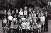 Openbare Lagereschool Kortezwaag 1951-1952. 1e rij v.l.n.r.: Juf Jikke Reijnbergen, Ekke Foppes, Tineke Pultrum, Oene Dijkstra, ....Bakker, Meester Berend Wapstra, N.N., Klaasje v.d. Heide, N.N., Harm Akkerman. 2e rij: Hille Klijnstra, Pieter v.d. Spoel, Jan Foppes, Dikkie Pultrum, Haitse Houwing, Roel Klijnstra, Sytse Klijnstra, Anne Klijnstra, N.N., Stoffel Bakker. 3e rij: Ritske Klijnstra, ...v.d. Heide, Tjitske v.d. Spoel, Ymke v.d. Heide, Jantje Akkerman, ...Houwing, Eise Dijkstra, Hylke Coehoorn, Dikkie Coehoorn.