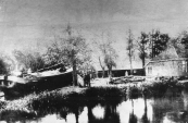 De in 1878 door Jolke Klazes fabriek gestichte schuitmakerij die in 1914 werd overgenomen door Klaas Fabriek, een zoon van Jolke's broer Sierd. In 1925 werd de werf gekocht door Ate Pieters van der Werff uit Drachten. Diens zonen Sietze en Pieter waren de laatste scheepsbouwers.