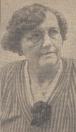Juffrouw De Bildt 25 jaar onderwijzeres Kortezwaag 31 juli 1939, KORTEZWAAG, 31 Juli. Morgen, 1 Aug,, hoopt mevr. T. die Jong—de Bildt, onderwijzeres aan de openbare lagere school alhier, haar zilveren jubileum te herdenken. Haar opleiding heeft ze genoten aan de Rijksnormaalessen te Heerenveen Op 3 Mei 1911 slaagde zij voor onderwijzeres en werd. 16 Juni daaropvolgende al in vaste betrekking benoemd te Ossenzijl, gemeente Oldemarkt. Met ingang van 1 Aug. 1914 volgde haar benoeming te Kortezwaag, waar ze nu dus 25 jaar de volle tevredenheid van het personeel, de kinderen en die ouders weet te verwerven