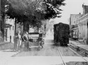 De tram in de Hoofdstraat van Beetsterzwaag in 1939.