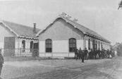 Het N.T.M station te Heerenveen in 1942 met de Gooise.