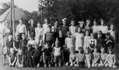 O.L.S. Gorredijk 1946-1947. Boven v.l.n.r.: Juf Zwier, Laurens Krikke, Marthie Kluitenberg, Jannie Annema, Fré Zwart, Janneke Bakker, Riekje Bakker, Cobie v/d Velde, Trienke Akkerman, Hennie v/d Zee, Haaie v.d. Kamp, Durk v.d. Duim, Corrie v.d. Velde. 2e rij: Eeuwe de Jong, Reitse Koelstra, Bennie Eppinga, Jan Wouda, Koop Kuiper, Tjitse Mast, Bert Zeeland, Annie v.d. Meer, Marthe v.d. Kamp, Gretha Lageveen, Douwe van Dam, Roelof Kluitenberg, Gerrit v.d. Duim. 3e rij: Jikke Annema, Annie Kussendrager, ...v.d. Meer, Sjoerd v.d. Meer, ...Mast, Wilco Krikke, Jan Hazewindes, Durk v.d. Zee, Jan Akkerman, Martha Lageveen, Marjan Bakker, Hans Zwart, Alie v.d. Kamp.