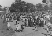 Op 5 mei 1945 kwamen veel inwoners van Gorredijk bijeen op het Marktterrein.