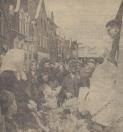 Mei 1964, Druk was het op de Gordykster Merke.  De kooplui deden goede Zaken en de huisvrouwen goede inkopen De bloemenman mocht zich verheugen in de warme belangstelling   van zijn klanten, die verlangen naar wat kleur na al die regen.