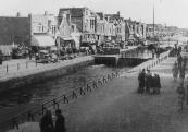 Ook aan de Langewal stonden Canadese vrachtauto's en gevechtswagens na 15 april 1945.