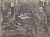 1958 Oktober, Hel orgeltje sinds eeuwenoude tijden vindt men leed en ellende, daar waar veel vrolijkheid en veel mensen zijn.