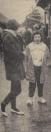 1960 Oktober, Feest in Gorredijk, maar het begin was nogal nat. En daarom had de een maar vast de gele klompen aangetrokken, met dikke sokken, dikke trui en goede regenjas. De ander voelde blijkbaar geen nattigheid door de dunne flatjes.....