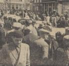 1963 Mei, Op de Gorredijkster markt ontbraken natuurlijk de koeien niet. Over de gehele lengte van de Hoofdstraat stonden ze opgesteld voor de kritische blikken van de boeren