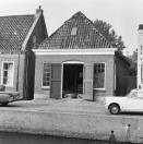 Voorgevel met de deuren open. Kerkewal 12  1969, (foto van der Wal)