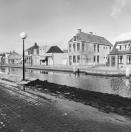 Overzicht voor - en rechter zijgevel  Langewal 52  1981, (foto van der Wal).