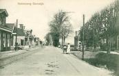 1908, De Stationsweg te Gorredijk, met in de verte een rijdende tram.