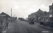 1931, met links het tramstation.