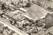 1964, Luchtopname van de U.L.O. school aan de Stationsweg te Gorredijk.