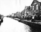 Hooilevering aan de Duitse Wehrmacht tijdens de oorlogsjaren 1940/ 1945. Het hooi werd bij Olieslagerij in pakjes geperst en per schip vervoerd.