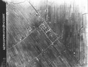 Op deze op 23-03-1945 vanuit een verkenningsvliegtuig van de R.A.F. gemaakte foto staat heel Gorredijk afgebeeld. Linksboven de bochtige Kromten met de aftakking de Nijefeart naar boven uit. Ook de Langewal en Kortewijk richting Lippenhuizen is rechtsonder goed weergegeven. De witte winkelhaak, iets boven het midden zijn de tennisbanen aan het Schansburglaantje te zien.