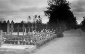 De 6 graven op het kerkhof aan de Hegedyk van de bemanning van de Mitchell bommenwerper die op 15 augustus 1941 boven Terwispel werd neergeschoten. Pas een maand later werden ze begraven,al die tijd stonden de lichamen opgebaard in het lijkenhuisje op het kerkhof.
