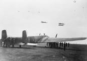 Een soortgelijke Whitley V van het 102 Sqdr. werd boven Terwispel neergeschoten.