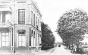 In 1869 vond de aanbesteding van dit huis plaats voor J.B. Ebbinge. Daarvoor had hier een smederij gestaan die in 1784 was gebouwd.