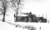 Dit huis werd plm. 1900 gebouwd aan wat toen heette ''it swembadleantsje''.