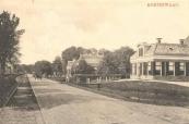 1911, De Hegedyk met links de tramrails.