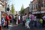 2013, De voorjaarseditie van de Gorredijkster markt in Gorredijk is maandag druk bezocht. De standhouders deden goede zaken en ook zaten de terrassen vol. De temperaturen liepen deze dag dan ook op naar 20 tot 22 graden. (foto Henk Stoelwinder)