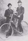 Op de fiets Johannes van der Wijk, hoofd van de openbare school in Oldelamer, initiatiefnemer van De Klok
