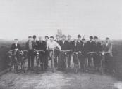 Fietswedstrijd op de Nijewei in 1895