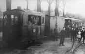 Locomotief 13 met passagiers, foto rond 1900.
