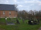 Hervormde Kerk met omheind kerkhof. Blijkens jaartal op de westgevel in 1797 opgetrokken. Eenvoudig kerkgebouw met dakruiter en portaal uit 1896. In de kerk staat een eenvoudige 17e eeuwse preekstoelkuip.